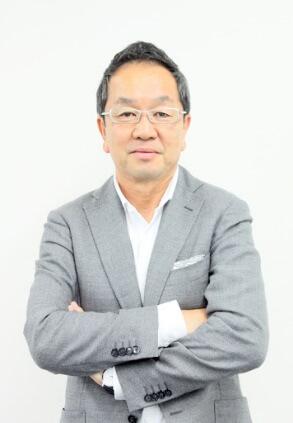 亀井 芳郎氏 写真